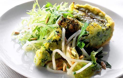 Kukkakaali-pinaattipiiras sopii lounaalle, illanistujaisiin ja noutopöytään.