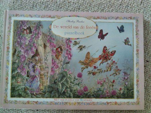Puzzelboek van Shirley Barber.  - 4 Puzzels van 96 stukjes -  Helaas is er van 1 puzzel 1 stukje weg.  .........................Boek is ongeveer 40 cm x 25 cm x 1,5 cm. - 10,00 € -
