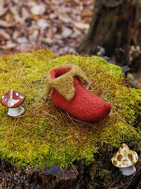 Ravelry: Elf Shoes free pattern by pamela wynne, would be great in Manos del Uruguay Wool Clasica