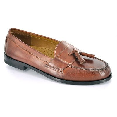 The classic Cole Haan hand sewn pinch tassel. Features hand sewn leather  uppers, full