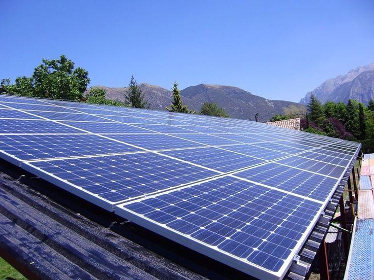 Chile podría ampliar límite para instalaciones solares bajo medición neta de 100 kW a 300 kW. La Comisión Energía del Senado de Chile ha aprobado una modificación de la ley de generación distribuida para incentivar su uso. El anuncio fue dado por el Ministro de Energía de Chile Andrés Rebolledo en su cuenta de twitter en la que ha anunciado que el límite para los generadores bajo medición neta se podría ampliar de 100 kW a 300 kW y que se podría también permitir descontar excedentes en…