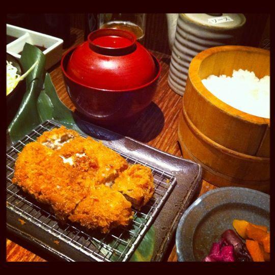 キムカツ 恵比寿本店 (Kimukatsu) 美味しい。ランチだと1000円越えるから頻繁に行けないけど、元祖ミルフィーユかつ。良い。