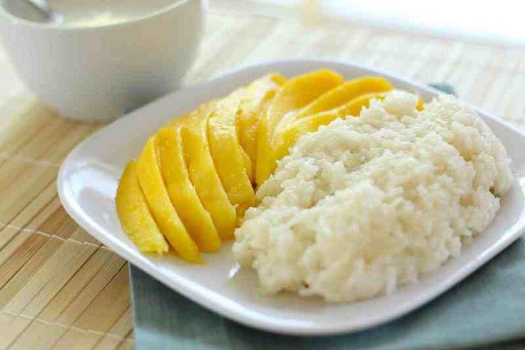 Dit zoete kleefrijst met mango dessert is een echte Thaise klassieker en 1 van mijn persoonlijk favorieten. Zorg ervoor dat je een goede rijst koopt voor dit recept, je moet kleefrijst hebben. Als je van mango houd en/of van kleefrijst dan zul je echt van...