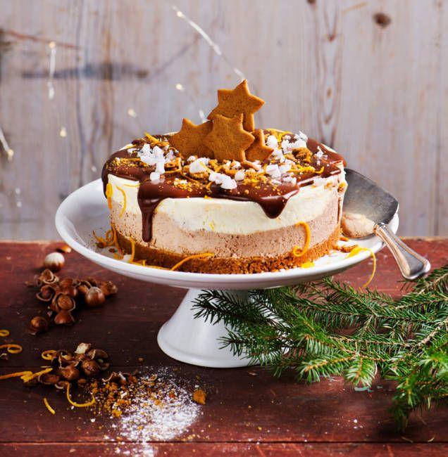 Fantastiskt gott recept på pepparkakscheesecake. Du bakar den precis som en klassisk cheesecake men botten domineras av pepparkakor och fyllningen smakar jul.