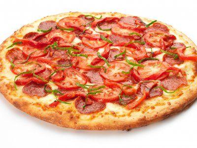 Esta receta te brinda la oportunidad de que disfrutes de una deliciosa pizza en compañia de tus amigos en una tarde de verano. Facil de preparar y accesible para muchas personas.
