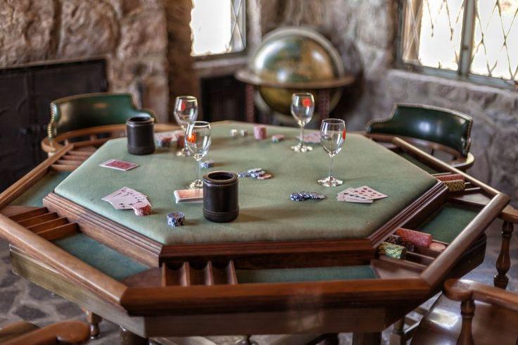 Любите домашний покер, но нет возможности приобрести добротный стол? Не беда, его можно сделать самому. Пошаговый МК с фото  - покерный стол своими руками.