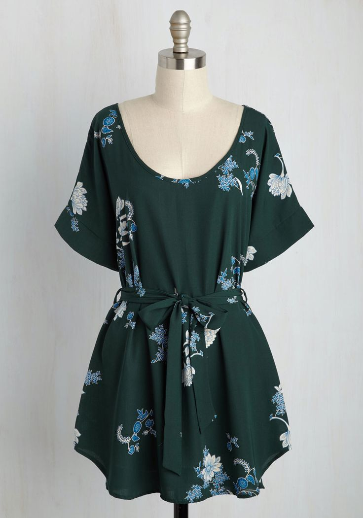 Medium Format Memory Floral Tunic in Forest. Zoom in on that group shot to admire yourself in this delightful, pine green tunic! #green #modcloth