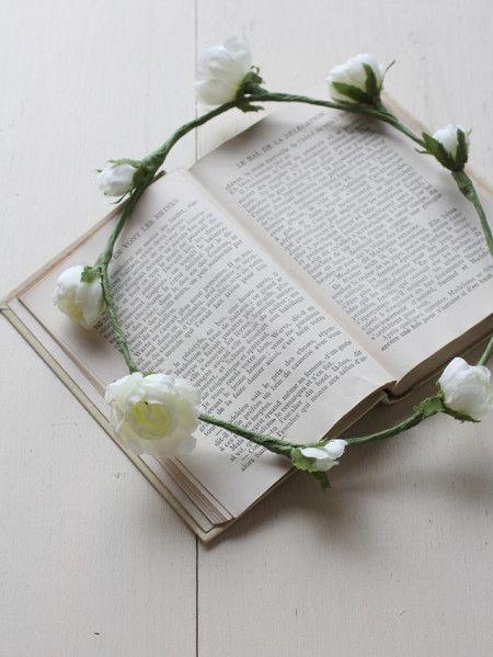 簡単花かんむりの作り方♪ - 暮らしニスタ 9輪全部つないだら、直径約18cmの花冠が完成です。