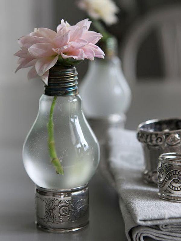 light bulb vases: Lights, Ideas, Lightbulb Vase, Light Bulb Vase, Diy, Lightbulbs, Flower, Crafts