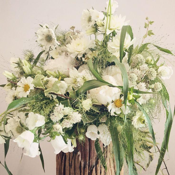 Garden white flower bouquet. Catherine Muller Flower School in London and Paris