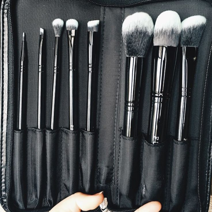 "@simple.vegan: ""I own quite a bit from companies that offer vegan options but it was great to finally get some from a company that doesn't offer any brushes with animal hair. Ordering these individually is affordable but totally worth it for the set""  Shop: http://furlesscosmetics.com/black-beauty-makeup-brush-set"