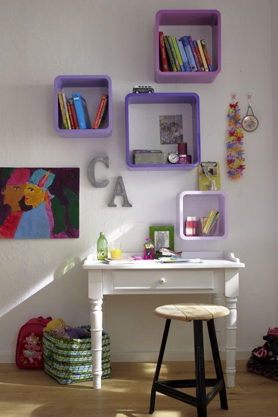 kids desk, put white square shelves above