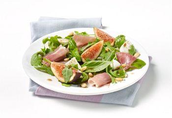 Salade de figues fraîches, mozzarella, prosciutto et basilic