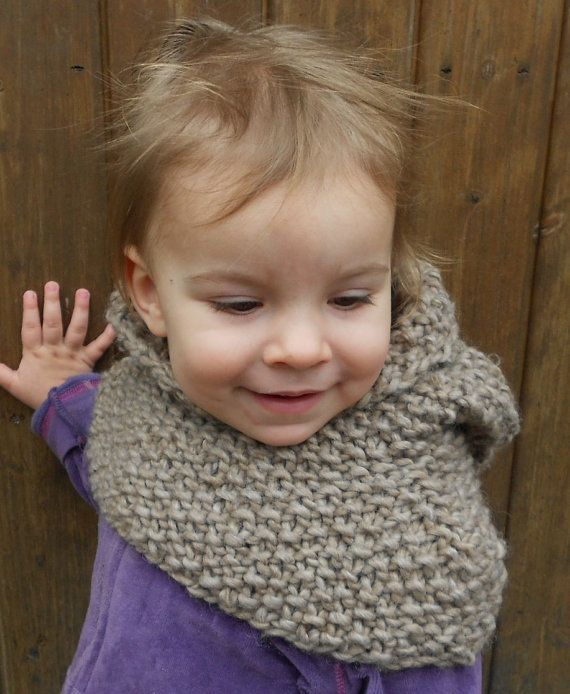 Knitting pattern for the hooded cowl in light brown/toddler, children