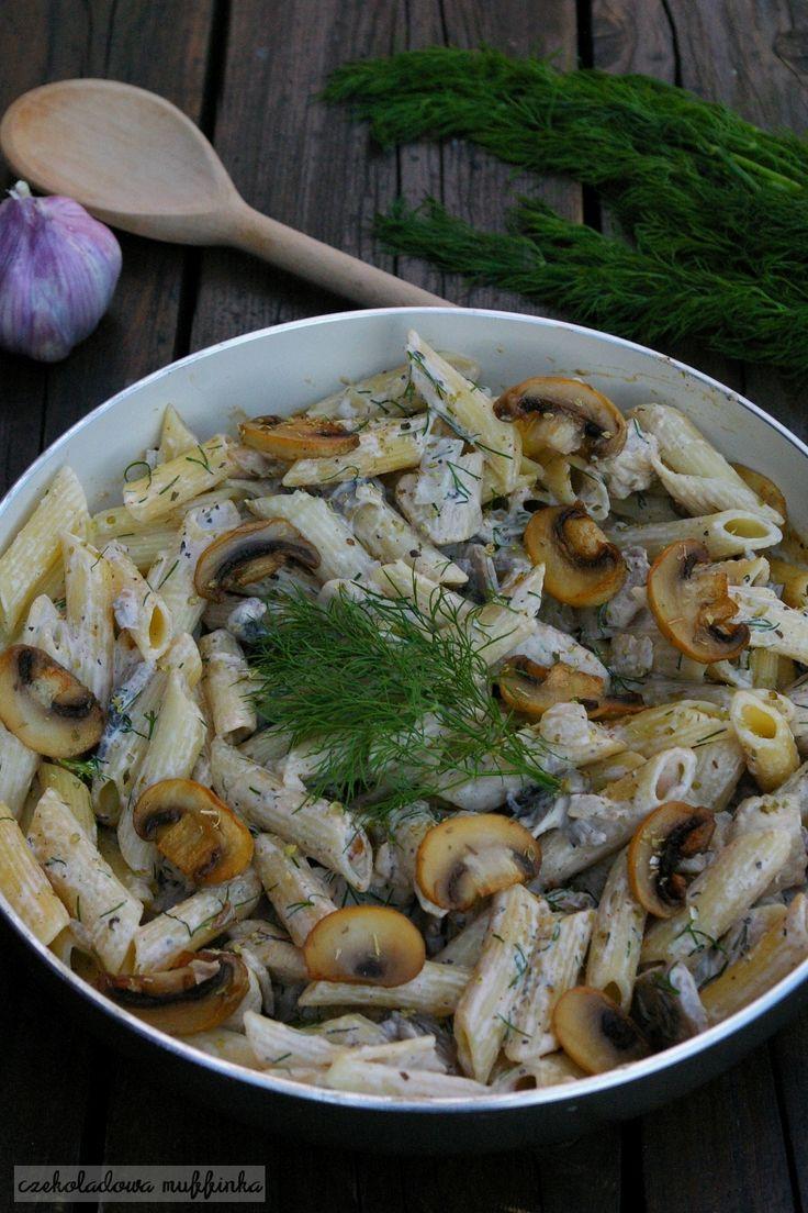 Makaron z kurczakiem to proste i tanie danie obiadowe, na którego przygotowanie wystarczy poświęcić maksymalnie 30 minut. Można je modyfiko...