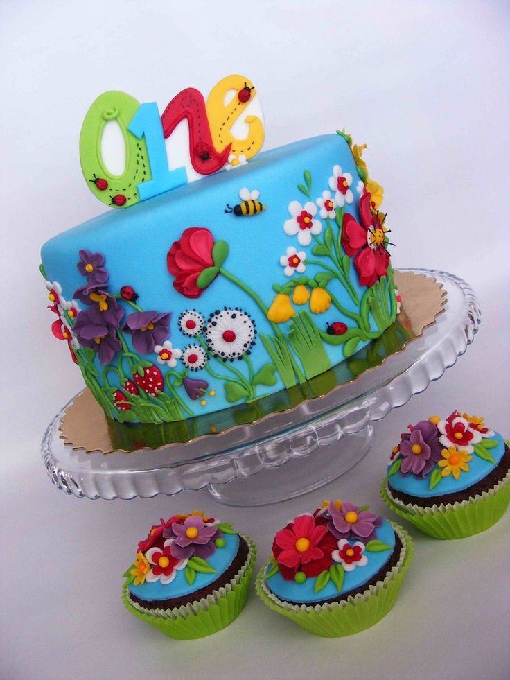 'Tis the season! Instead of celebrating with a character-themed party, celebrate the season your child was born in. Delicate and colorful details, like in this Summer flowers cake, will be unforgettable, picture perfect, and delicious! Source: Flickr user bubolinkata