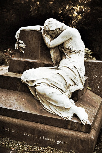 Nordfriedhof Düsseldorf, via Flickr.