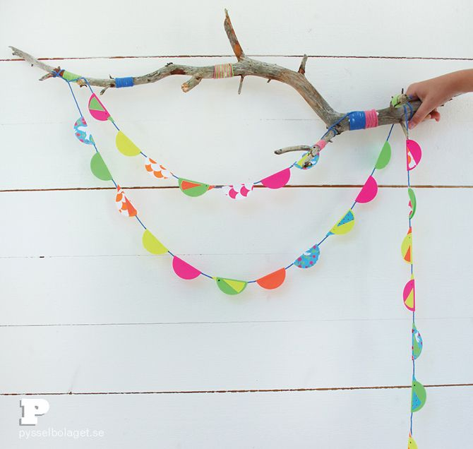 These super cute #DIY #bird decorations would be the perfect pop of color for any space -- big or small.