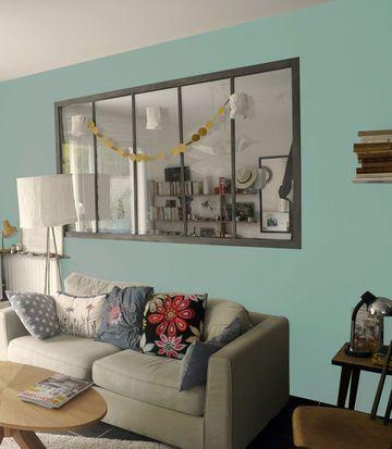La peinture bleu vintage amène une ambiance zen dans cet intérieur. [Peinture Bleu Vintage]