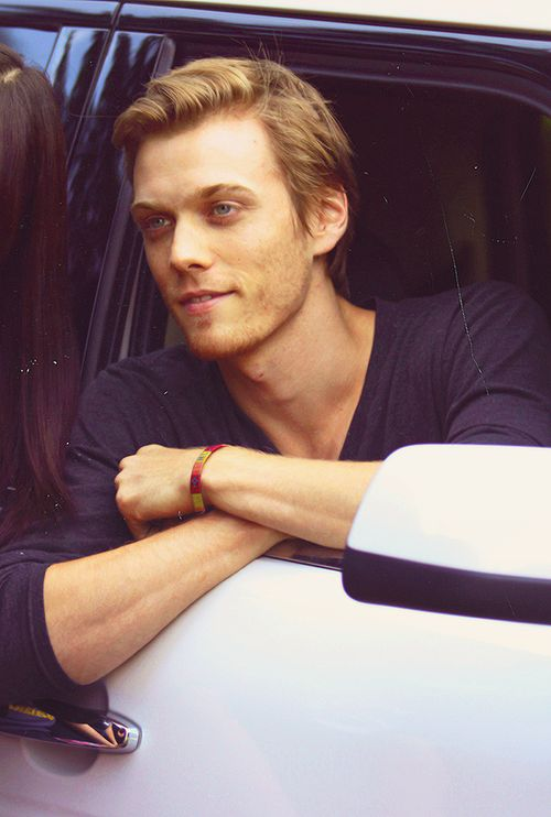 Jake Abel as Reid god why are we choosing attractive ppl to play Reid first it was leah now you I agree with the choice but these are really hot choices lol