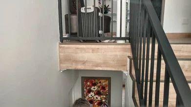 Elesgo laminált padló  Laminált padló a lépcsőre is! :)  Gondot okoz a lépcsőburkolás? Laminált padlóból ugyanúgy le lehet burkolni a lépcsőt is, és nem lesz színben eltérés, sem többlet költség. A képen az Elesgo - Nordic Oak-ot láthatod.  Gyere látogass el weboldalunkra és tekintsd meg kínálatunkat!  A képeket és a lerakást az IQP Goodlife Flooring biztosította!  www.dreamfloor.hu  #padló #elesgo #laminált