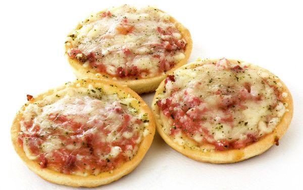 Pita bread pizzas via MyFamily.kiwi