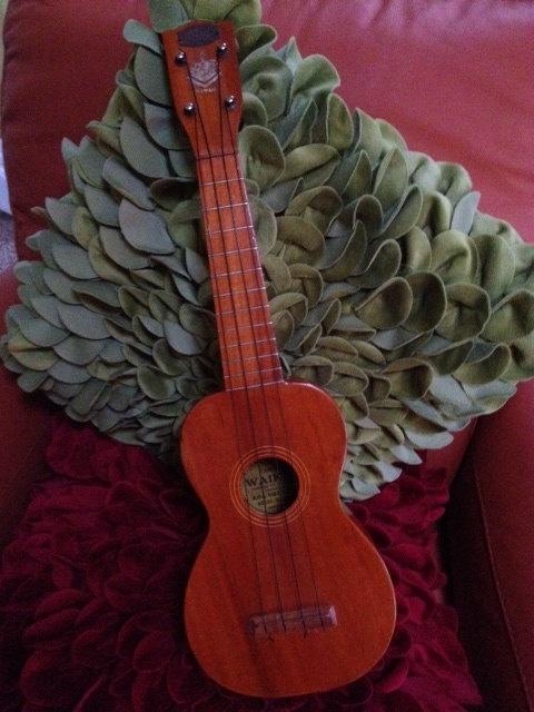 Vintage Hawaiian ukuleleVintage Hawaiian Ukulele