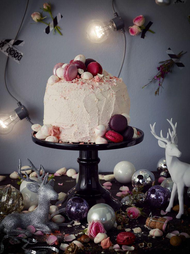 Joulukakku kruunaa juhla-aterian. Valitse oma suosikkisi kymmenestä makeasta ja yhdestä suolaisesta kakusta. Kurkkaa ohjeet ja leivo itse!