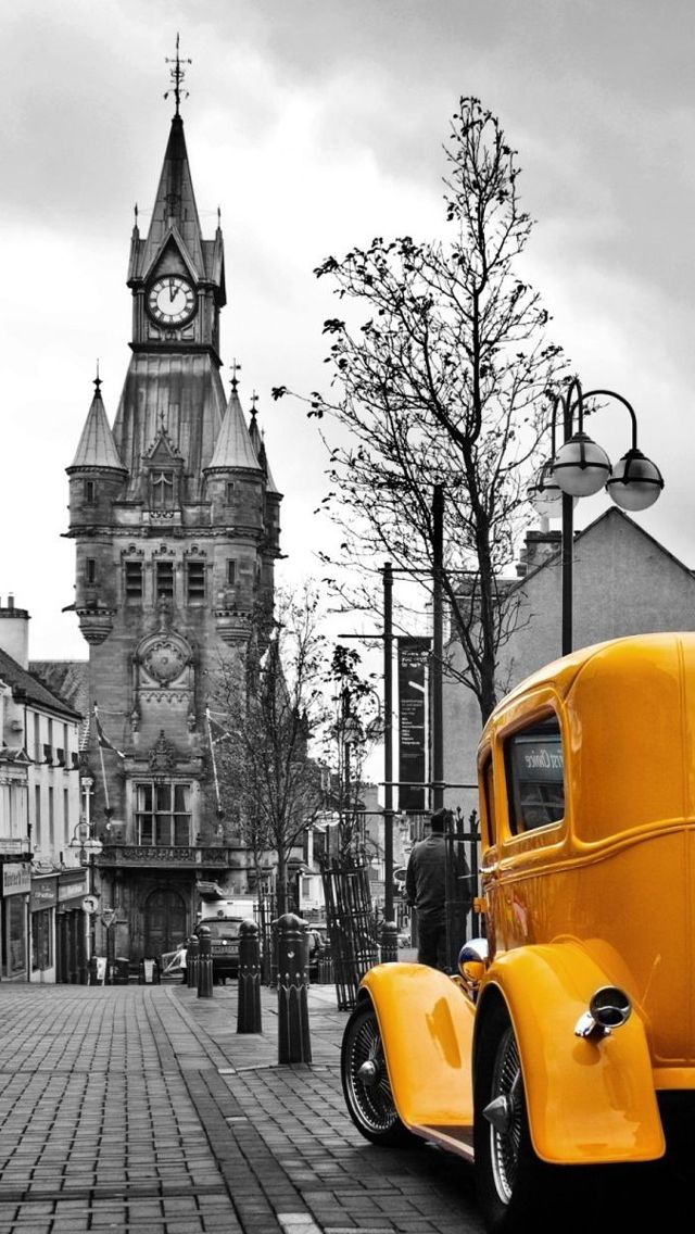 City and Yellow Vintage Car - iPhone wallpaper @mobile9