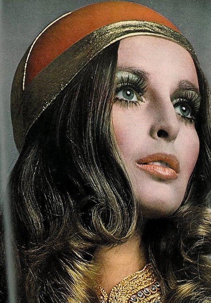 Samantha Jones by Richard Avedon, Vogue 1968 Coiffures