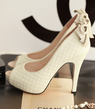 Wedding shoes with bows / Scarpe da sposa con i fiocchetti