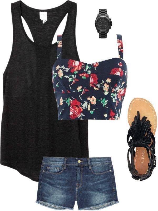 Outfit completo di pantaloncini , top a fiori e canotta nera