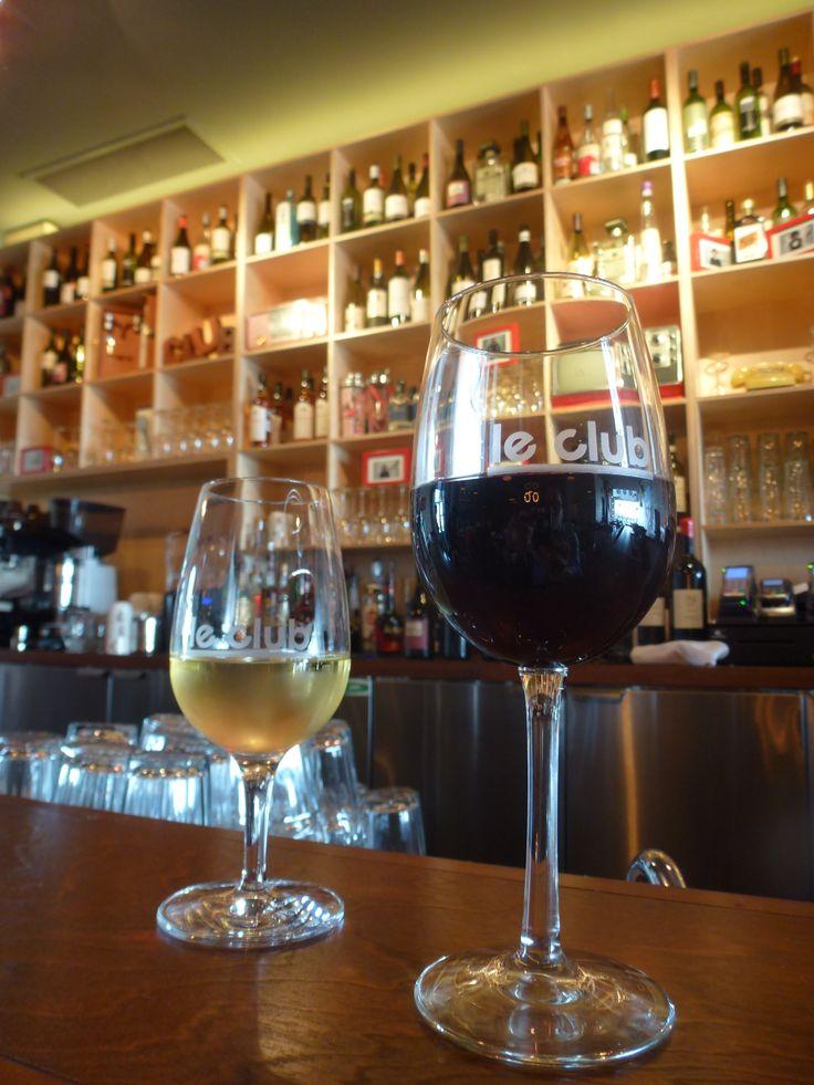 Le Bar à vin du Club Quartier Dix30: un concept unique sur la rive-sud