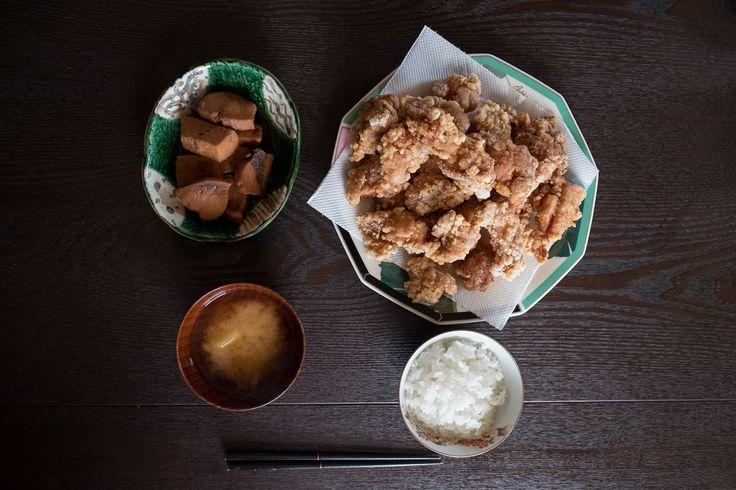 ごはんと味噌汁、唐揚げと煮魚