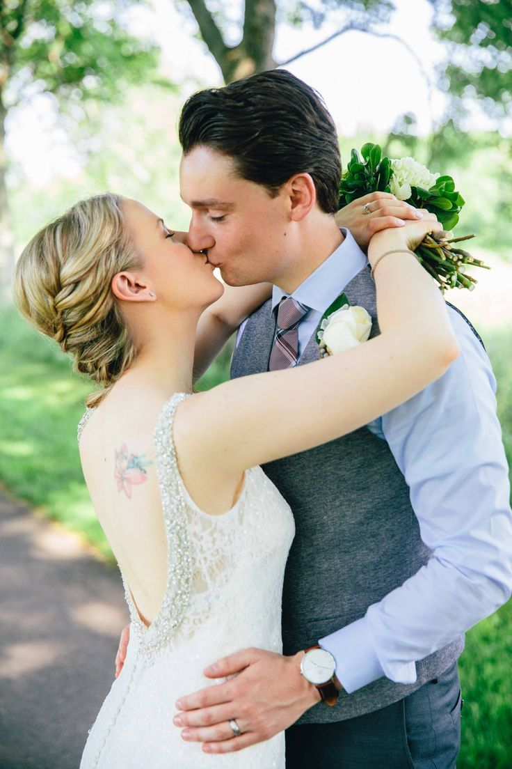 Truth & Tales - real wedding - Bride and Groom portraits - Niagara wedding -http://truthandtalesstudio.com/