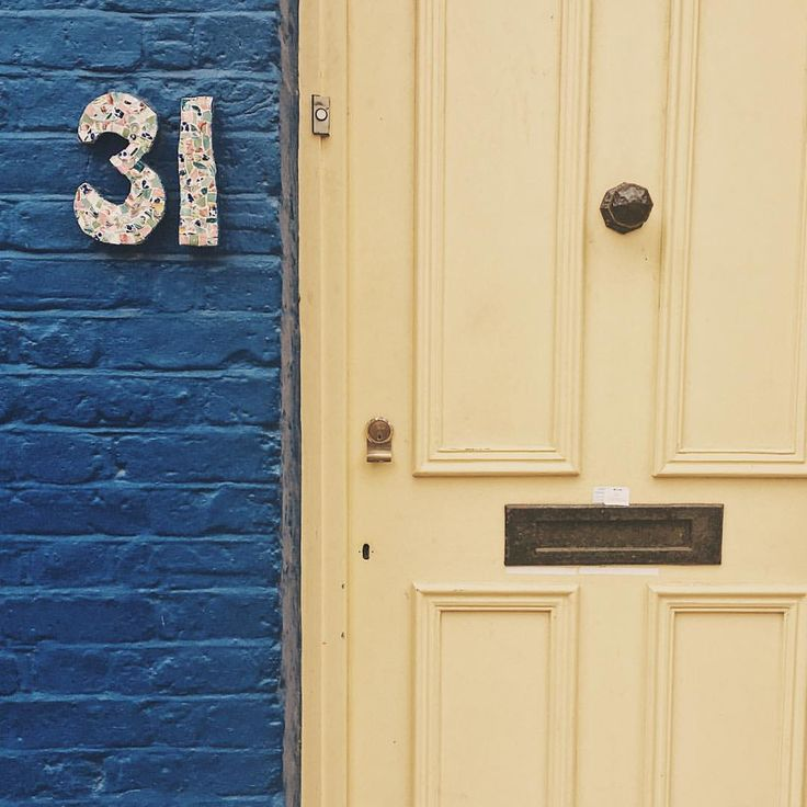 « If opportunity doesn't knock, build a door. » 🚪 #door #colours #nottinghill #nottinghilllondon #london #londoner #yellow #blue #31 #vsco…