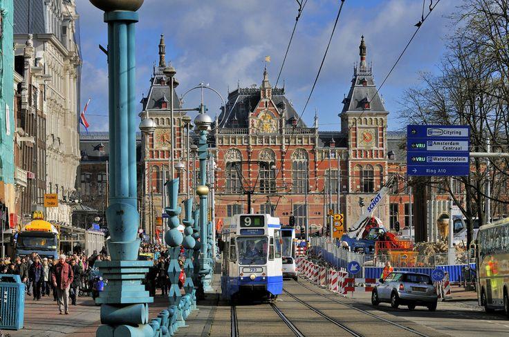 Estación Central de Ámsterdam, Ámsterdam (Holanda) - La Estación Central de Ámsterdam es la principal estación ferroviaria de Ámsterdam, capital de los Países Bajos. Construida entre 1881 y 1889, es obra del arquitecto Pierre Cuypers