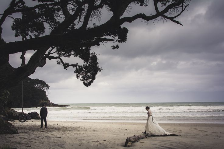 See this first look as a movie at www.evabradley.co.nz/realweddings