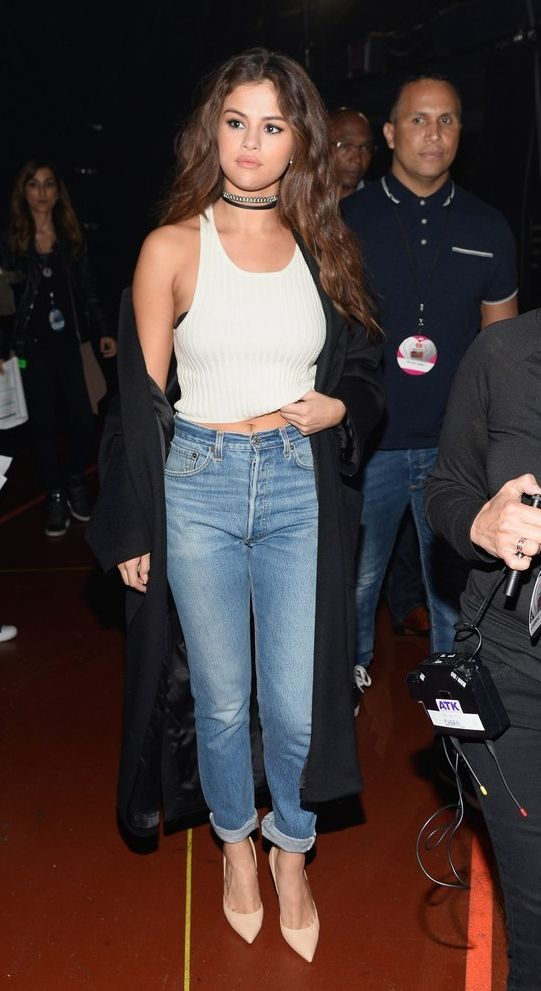Steal Selena Gomez's sexy mom jeans outfit: wear a pair cuffed with heels, a tank, and a choker. Click for more!