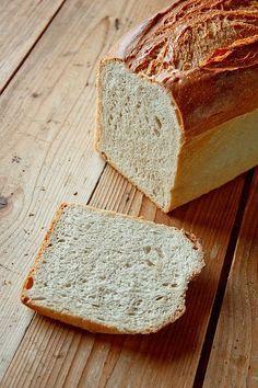 Feinporig, wattig, lecker: Berliner Toastbrot... - http://back-dein-brot-selber.de/brot-selber-backen-rezepte/feinporig-wattig-lecker-berliner-toastbrot/