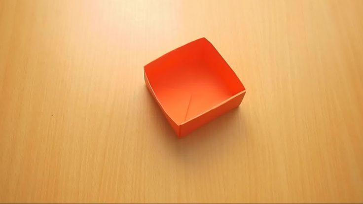 Een origami-doosje is prachtig in al zijn eenvoud, en het is een leuke plek om waardevolle spulletjes in op te bergen. Met twee doosjes kun je de ene als doos gebruiken en de ander als deksel om cadeautjes in te pakken. Dit wordt ook wel...