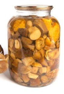 Conserve de champignons sauvages à l'huile d'olive