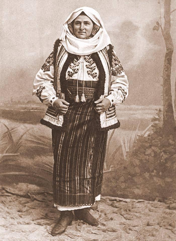 Romanian folk costume Cimpulung