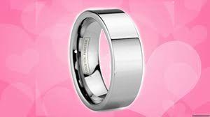 Pernahkah Terbesit di pikiran kalian untuk menjadikan cincin titanium sebagai cincin kawin? Ya, Titanium adalah logam yang memiliki kekuatan layaknya baja. Tidak mudah lentur dan juga tidak membuat kalian yang memiliki alergi khawatir jika alergi kalian kambuh ketika menggunakan perhiasan tersebut.
