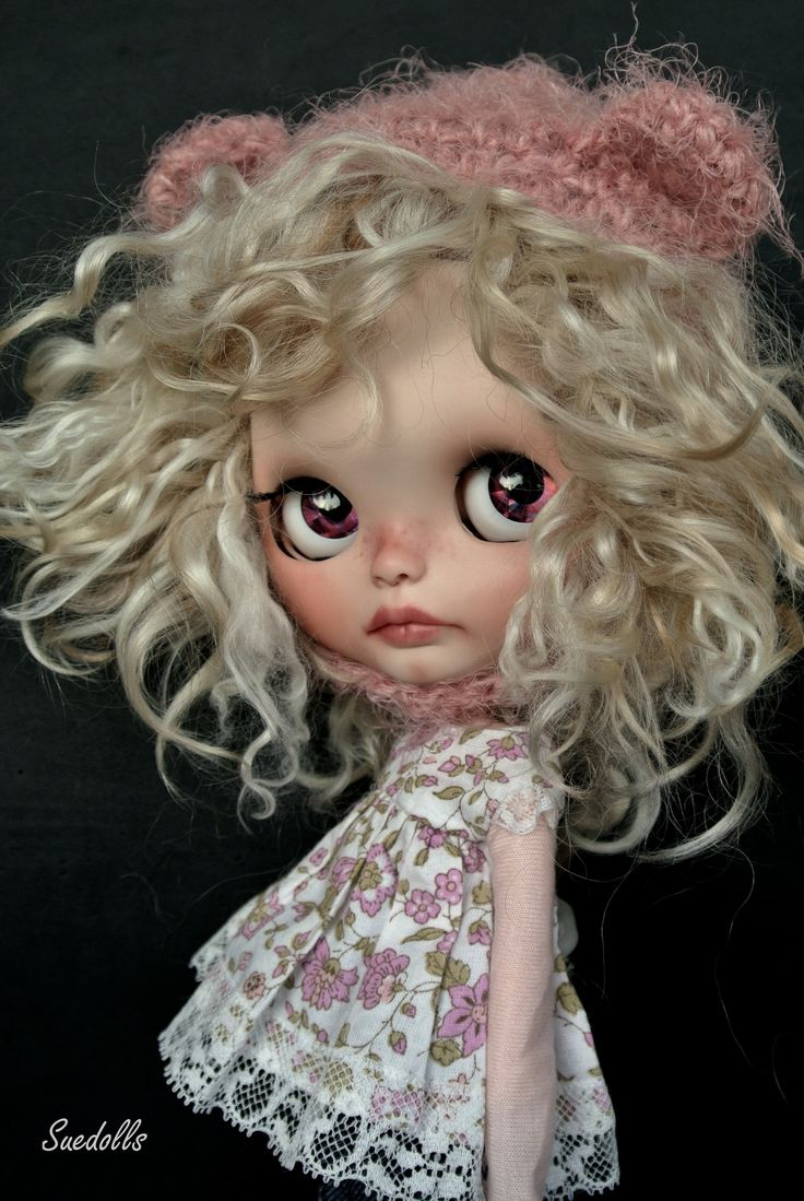 This Blythe doll does wild bed hair so well!