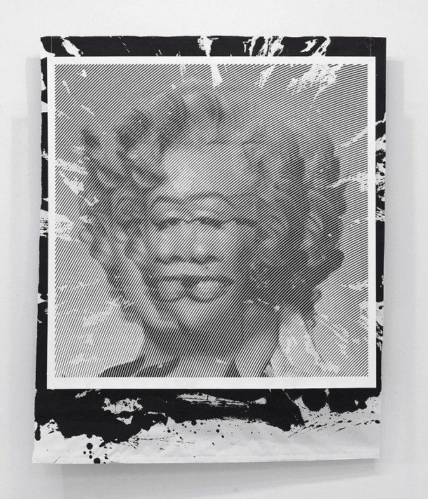 Met de hand snijdt Yoo Hyun bijzonder geduldig en nauwkeurig deze papieren portretten. Met een zeer vaste hand ontstaan deze portretten van Hollywood sterren zoals Marilyn Monroe en Audrey Hepburn. Kijk maar eens goed naar de zorgvuldig gesneden dunne reepjes papier in zig-zag patronen.