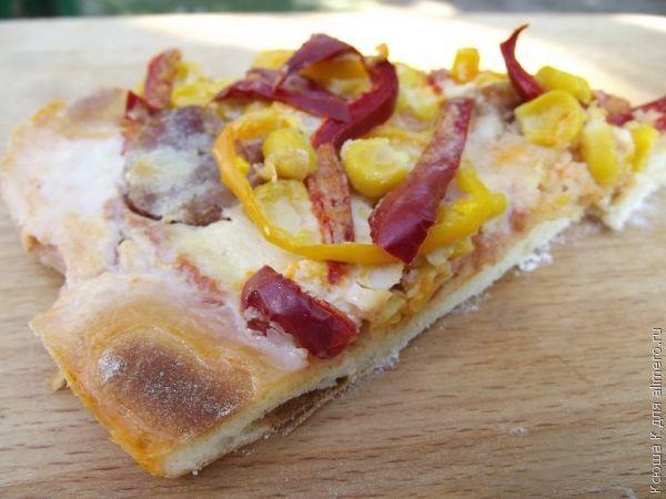 Пицца на тонком тесте / Рецепты с фото