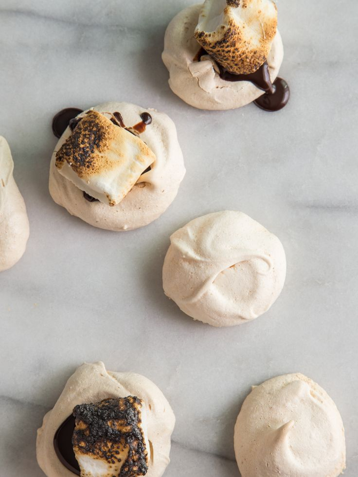 Meringue Cookie S'mores — it's like crunchy marshmallows + gooey roasted marshmallows in one bite, via @jellytoastboard