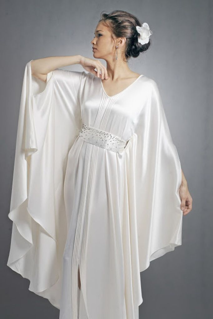 Modern Roman Style - ✯ http://www.pinterest.com/PinFantasy/moda-~-lencer%C3%ADa-corsets-lingerie-corsets/