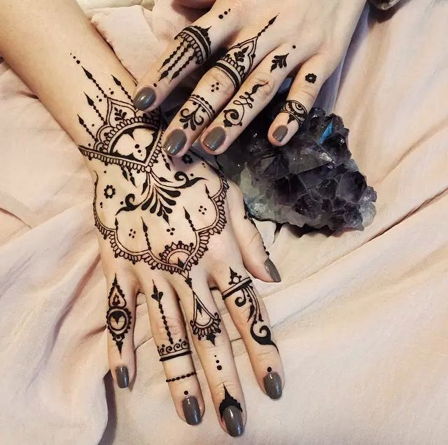 In love with this henna tattoo  on We Heart It